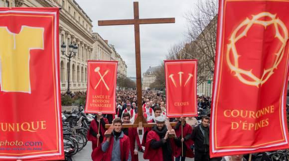 Chemin de croix en centre ville de Bordeaux le Vendredi saint